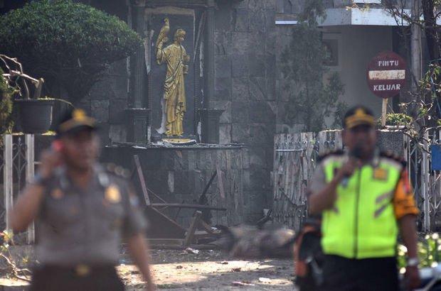 Endonezya'da 3 kiliseye intihar saldırısı düzenlendi