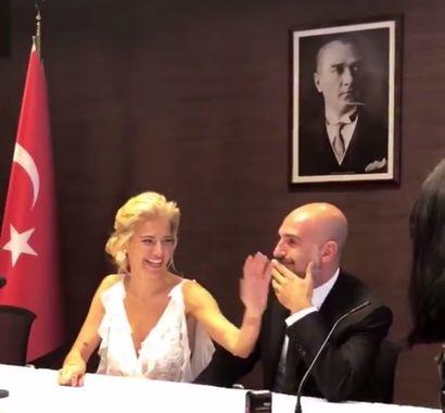 Burcu Esmersoy ile Berk Suyabatmaz Evlendi!..