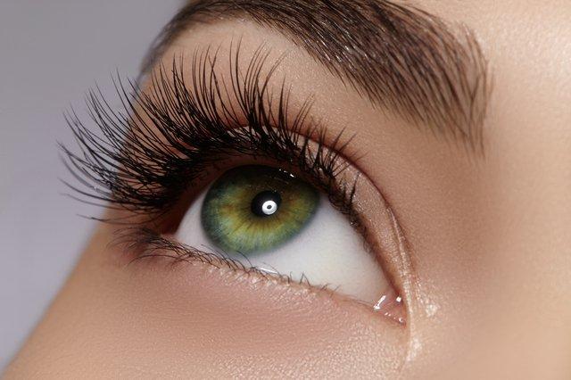 Gözleri iri göstermenin yolları! Gözleri olduğundan büyük göstermek için neler yapılır?