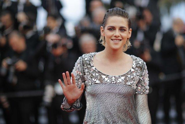 Kristen Stewart Cannes'da tabuları yıktı