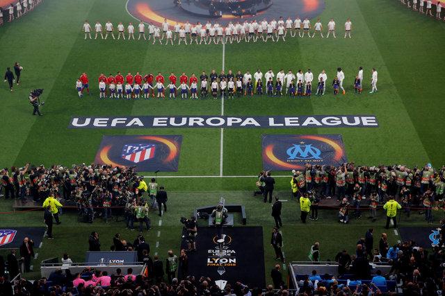 UEFA Avrupa Ligi finali dumanlar altında! Meşale damgası! Dumanlar altında oynandı...