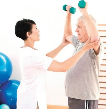 Sağlık Bakanlığı, Konaklamalı Fizik Tedavi ve Rehabilitasyon Merkezleri Yönetmeliği yayımladı. Buna göre, fizik tedavi ve rehabilitasyon hastaları, yaşlı bakımına muhtaç hastalar 5 yıldızlı otellerde ücretsiz tedavi görebilecek