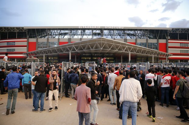 3. Lig maçında 33 bin kişilik stat doldu 3