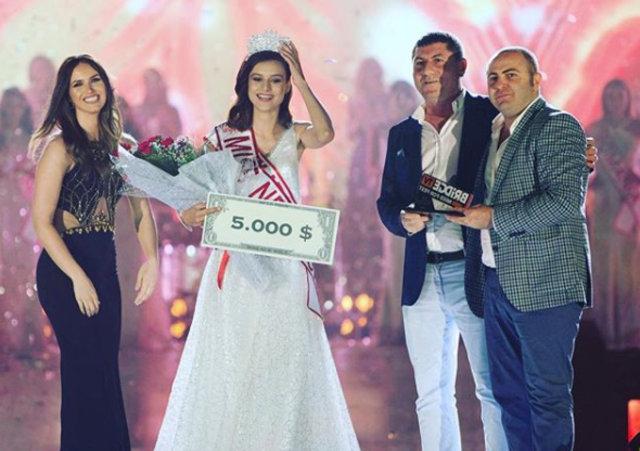 2015 Miss Model birincisi Büşra Canbaz'a ikinci taç!