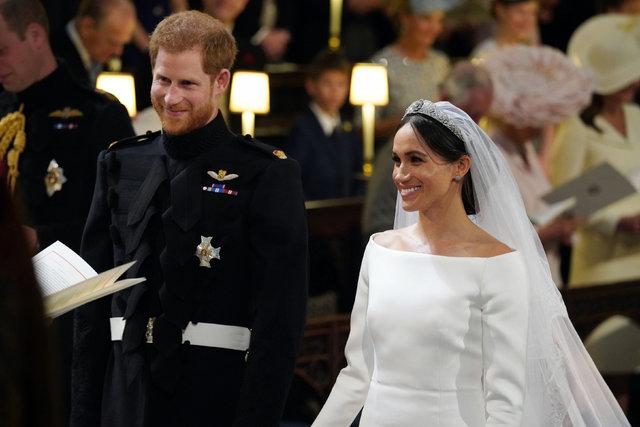 Matrimonio Harry In Tv : Meghan markle gelinliğiyle ters köşe yaptı İşte