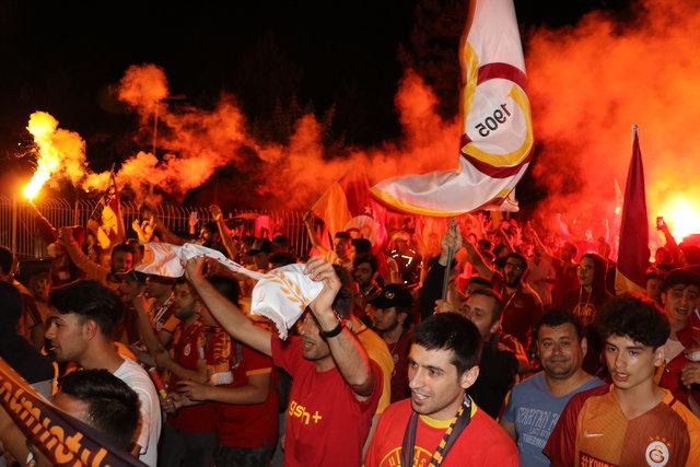 Galatasaray'ın şampiyonluğu tüm Türkiye'de kutlanıyor!