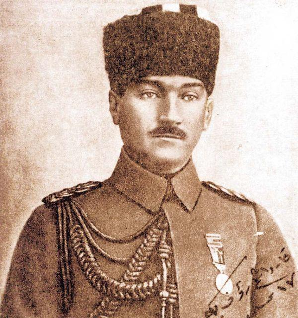 Padişah Vahdettin'in yaveri Mustafa Kemal Paşa