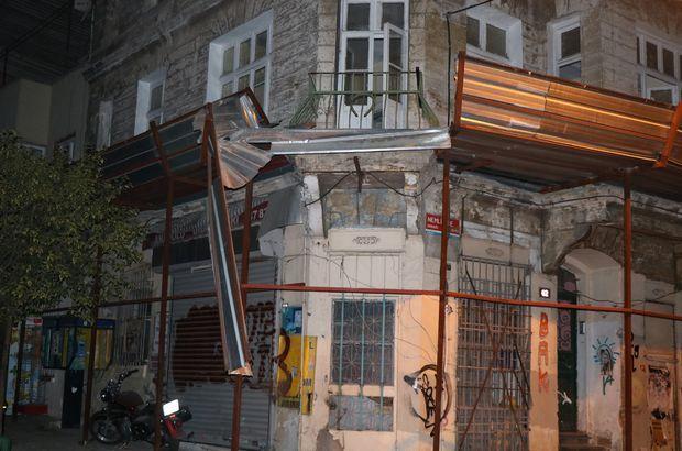 Dizi ve filmlerin çekildiği sokaktaki tarihi bina çöktü