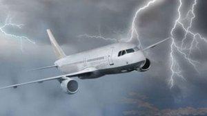Havada korkulu anlar! Uçağa yıldırım isabet etti
