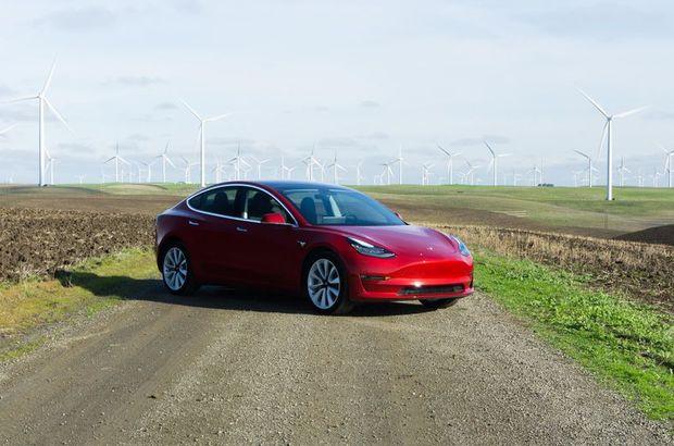 Tesla yeni Model 3 ve dört çeker (AWD) aracını duyurdu