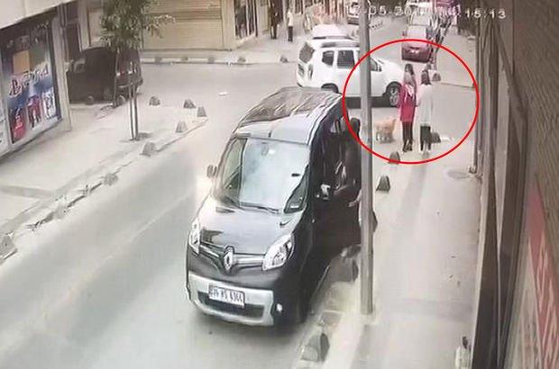 Yol kenarında sohbet eden kadınlar neye uğradıklarını şaşırdı!