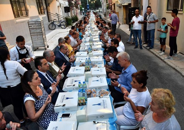 İzmir iftar vakti! 22 Mayıs akşam ezanı saat kaçta okunacak? İşte İzmir Ödemiş, Aliağa iftar ve sahur saati 2018!
