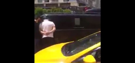 Esenyurt'ta taksiciler UBER sürücüsünün önünü kesti