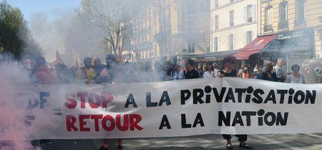 Son dakika... Fransa'da greve katılanlara polis müdahale etti