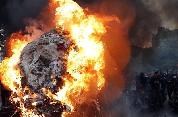 Fransa'da memurlar sokağa indi, Macron'un maketi ateşe verildi!