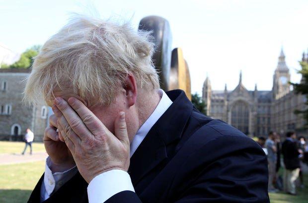 Boris Johnson'a 18 dakika telefon şakası!