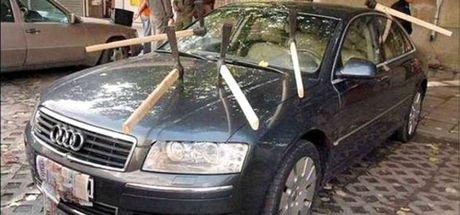 Araçlarını yanlış park edenlerin sonu kötü oldu!