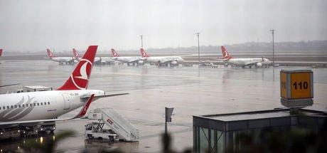 Pilot pistte kuş ölüsü gördü; 3 uçak pas geçti