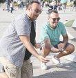 SHOW TV'nin fenomen mizah programı 'Güldür Güldür Show' ekibi Türkiye turnesine devam ediyor. İki gün üst üste İzmir Açıkhava'da hayranlarıyla buluşan oyuncular, gündüzleri vakitlerini şehri gezerek değerlendirdi