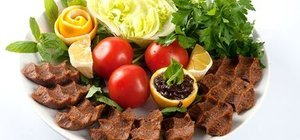 Şanlıurfa ile Adıyaman çiğ köfte tarifi: etli, etsiz çiğ kötfe tarifi ve kalorisi