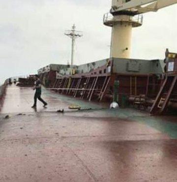 Yemen'e giden Türk gemisine Husiler'den roketli saldırı!