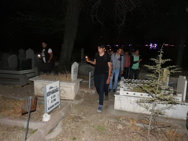 Son dakika... Çorum'da mezarlıktaki gizemli genç kız yine ortaya çıktı