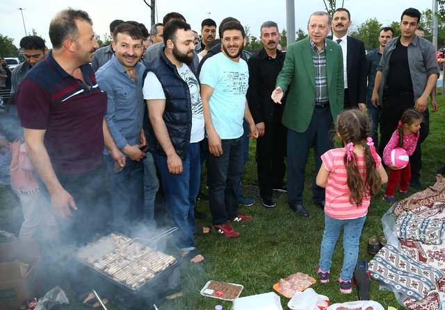 Cumhurbaşkanı Erdoğan'dan Zeytinburnu Sahili'den iftarı bekleyenlere sürpriz