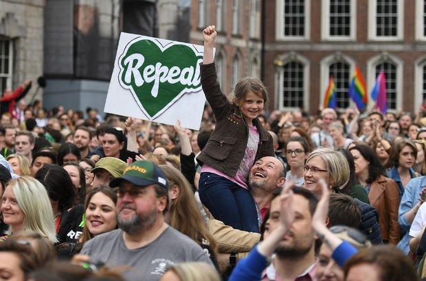 İrlanda kürtajı yasallaştıran referandumda 'Evet' dedi