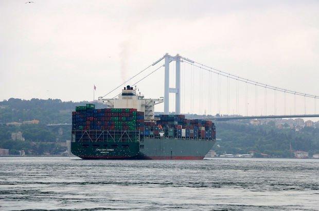 Dev kargo gemisi İstanbul Boğazı'ndan geçti