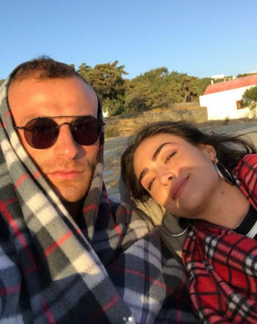 Gökhan Töre ve Esra Bilgiç Yunan adalarında tatil yapıyor