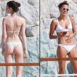 Beyaz bikinili güzel