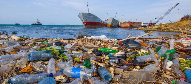 AB'nin çevre ve deniz kirlenmesini önlemek amacıyla yasak getirdiği plastik ürünler neler?