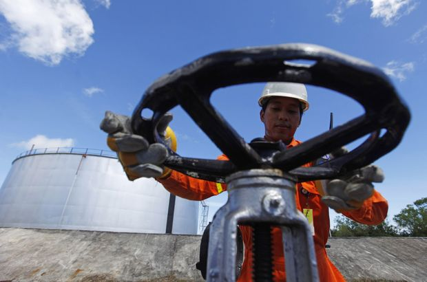 Brent petrolün varili 77,43 dolar