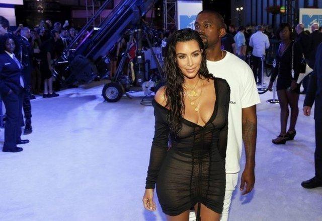 Kim Kardashian'ın transparan kıyafetine takipçilerinden eleştiri! - Magazin haberleri