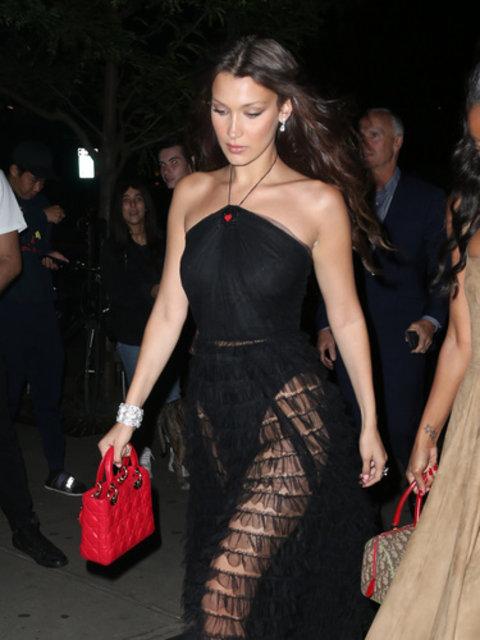 Bella Hadid'in elbisesi geceye damga vurdu! - Magazin haberleri