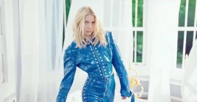 Aleyna Tilki'nin son klibi Yalnız Çiçek Youtube dünya müzik listesinde 2 numara
