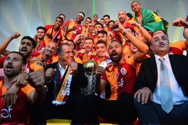 Galatasaray'da Sabri Sarıoğlu sürprizi! Galatasaray transfer haberleri