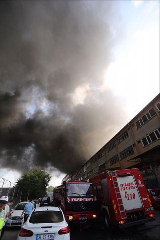 Son dakika... İstanbul'da iplik fabrikasında yangın!