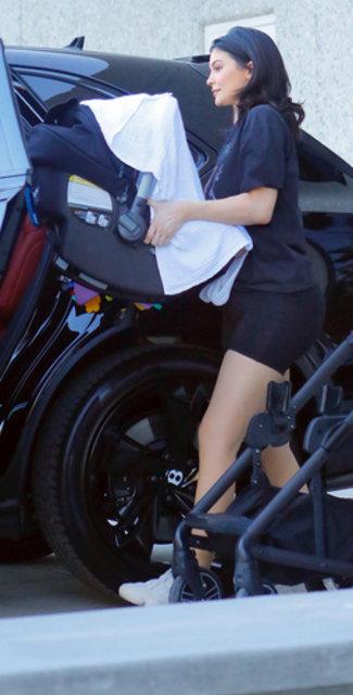 Kylie Jenner kızı Stormi'nin fotoğraflarını sosyal medya hesaplarından kaldırdı - Magazin haberleri