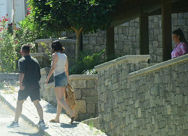 Cem Yılmaz ile Defne Samyeli aşkı tam gaz sürüyor - Magazin haberleri