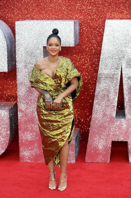 Rihanna'nın ilginç kostümü bütün bakışları üzerinde topladı - Magazin haberleri