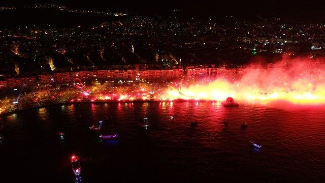 Göztepe'den görkemli kutlama