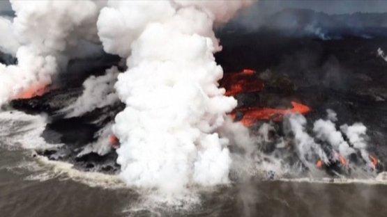 Kilauea Yanardağı'nın öfkesi dinmiyor... Lavlar okyanusa aktı!
