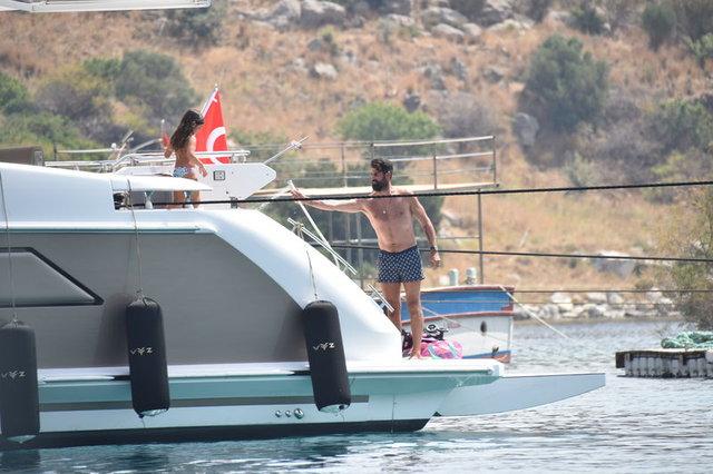 Volkan Demirel ve ailesinin Bodrum tatili sürüyor - Magazin haberleri