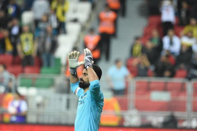 Fenerbahçe'de kimler gidecek kimler kalacak? Comolli kolları sıvadı...