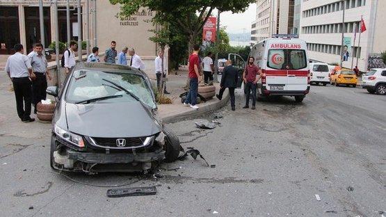 Taksim'de korkunç kaza! Kafa kafaya çarpıştılar