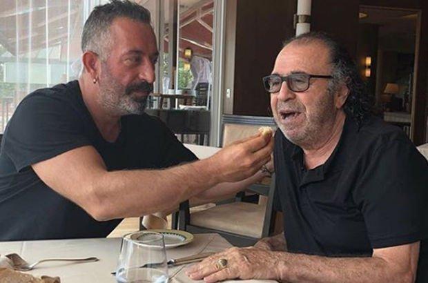 """Kıymetli babam Arif Bey'le..."""