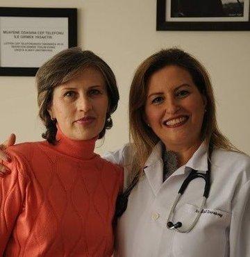 15 yıl önce geçirdiği meme kanseri 10 defa farklı organlara metastaz yapan Hemşire Meral Ensar, kanseri geriletmeyi başardı. iki yıl önce akciğerinde, karaciğerinde, kemiklerinde, böbrek üstü bezlerinde ve bağırsağında gelişen yayılımlardan ötürü birkaç ay ömür biçildi ancak vücudu eğitmeyi hedef alan immunoterapi tedavisi ile bağırsak kanserini yendi diğer kanserleri de geriletmeyi başardı