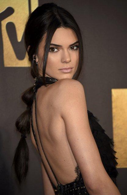 Kendall Jenner'dan üstsüz paylaşım - Magazin haberleri