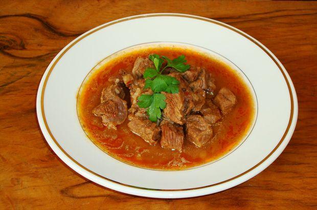 Tas kebap tarifi: Etli yemeklerin en sevileni tencerede tas kebabı nasıl yapılır?